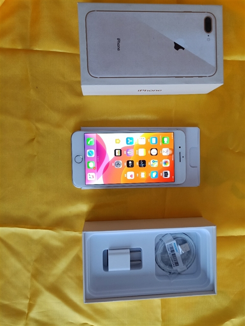 苹果8 plus 全网通64G 银色,完美成色99新全套配件齐全在保90天,价格:2400元,电话微...