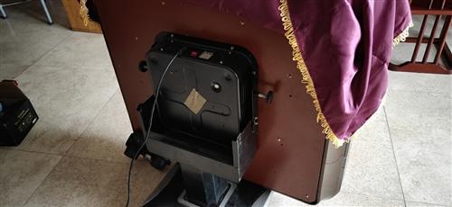 疫情影响撤店了,雀友麻将机900出,带轮子的麻将机。95新,桌面换张面布就和新的一样。 18078...