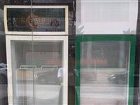 饮料展示柜转让,在环城西路亿多超市对面,450-650元。