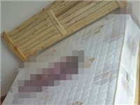 网址一张原木色的实木床+床垫(1.5m),床是19年才买的,没怎么用。上门自取,非诚勿扰!