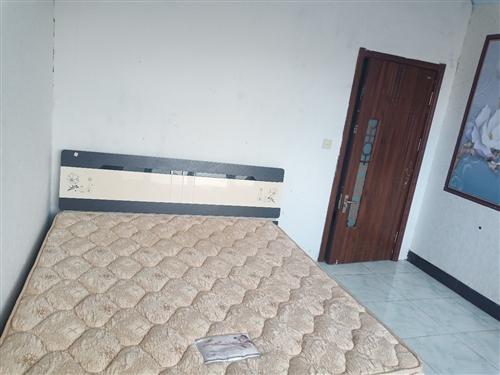 便宜賣一米八兩米的大床4開門衣柜便宜出售電話13145288481