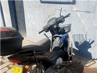 豪爵摩托车110的,没怎么骑 一直放着了  本人在外打工   用不上了   相中的自己来看看在讲价。