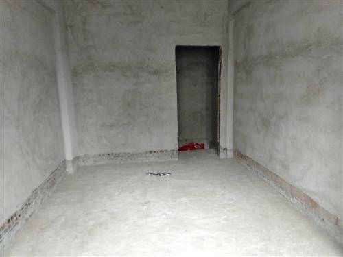 塔凹大三房兩廳兩衛126平米,樓層可選,只要2000多一平米,采光很好,戶型方正大氣。