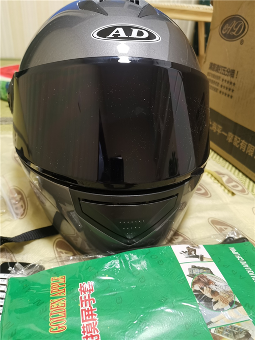 头盔,**,所有配件都在,买来送人的,结果小了,过了退货时间。73元购入(淘宝可查),现低价出售,5...