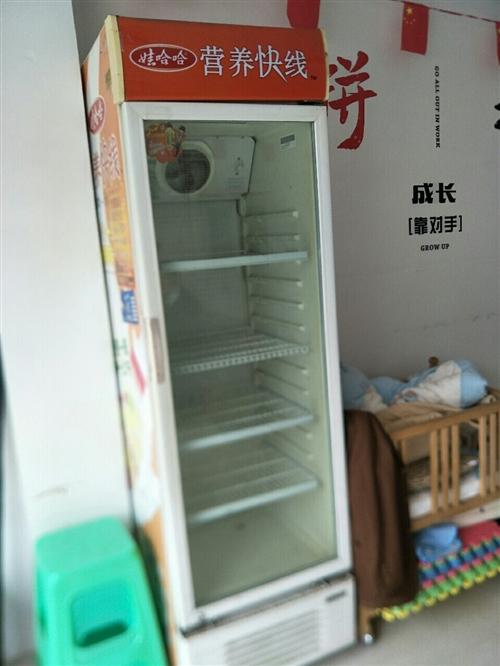 展示柜8成新,本来准备开餐馆用的,因为疫情低价处理。