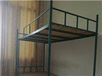 学生上下铺双人床、学习桌出售。床手工电焊制成,牢固美观,附带木质床板,200元一件。桌子平滑结实,内...