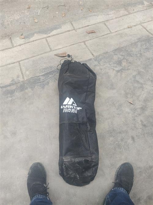 滑板,瑪克拓普刷街大魚板,朋友送的,玩過4次,不會玩,便宜甩,很新