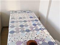 8成新的按摩床,宽75、长1.9米。上下两层,低价处理,带床罩枕头。