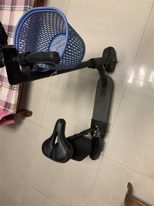 小米滑板車帶座,代駕神器,帶兩個充電器,帶防爆輪胎,改裝好的實心胎。永遠不會輪胎爛。9成新,電池還能...
