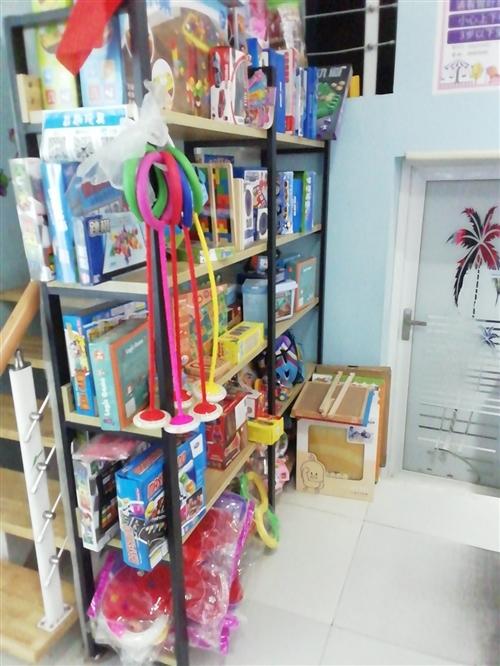 原木貨架,非常百搭,母嬰,玩具,寵物店等均適用,貨架地址湖濱路益趣玩具店。誠心想要的,價錢好商量