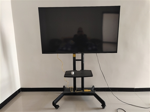 55寸高清酷開電視機,帶落地支架,95成新,因為要離開惠水了,低價轉讓,只要999元。