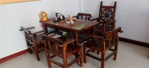 茶桌一套,带四个凳子。9成新基本没用,搬家没地方放处理原价4600买的现低价出售