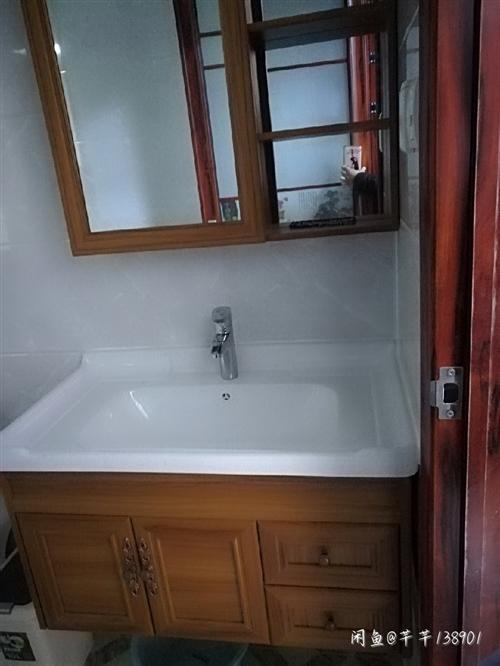 **浴室柜转卖 多买了,白色的,现转卖 本交易仅支持自提、当面交易