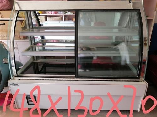 店不开了,2019年7月底买的展示柜,冰箱,制冰机收银机等奶茶设备便宜转,差不多都是新的,另有实木展...