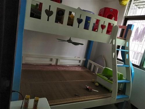 **兒童上下鋪,1.5米,原價2300買的現1200出售,加送床墊,因傳不了圖片有意者可微信電話詳談...