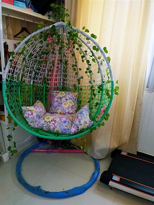 [玫瑰][玫瑰]轉一套吊籃,家里小放著有些礙事,9.5成新,包膜都沒撕,籃子上的樹葉子和花花都是我幾...