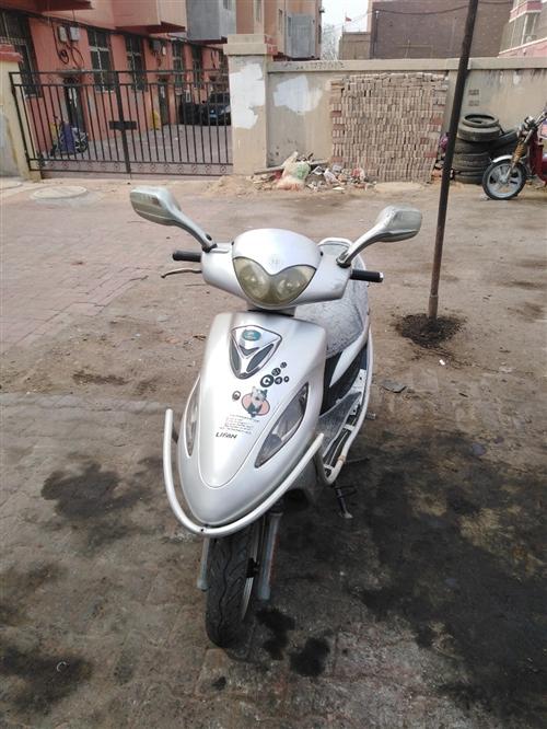 出售踏板125摩托车,嘎嘎板正,啥毛病没有(由于换车,忍痛割爱)有意者请与电话微信139421005...