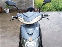 雅迪电动车,60付的,车子减震好,骑着也舒服。充电可跑40到50公里。本人现在还缺个手机,用手机或破...