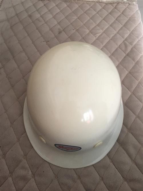 仓库搬迁,**积压安全帽超低价处理,有需要的欢迎来电骚扰,绝对物超所值!
