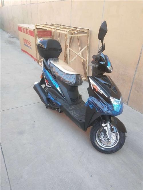 125踏板摩托車出售,手續齊全,有意者請聯系我。