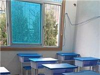 由于疫情影响,低价出售**培训课桌椅。