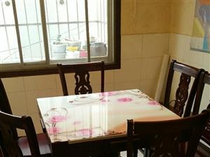 二手信息: �L征南路家用餐桌一套,餐桌是方形,�砜腿丝烧归_成�A形,方桌尺寸90公分,�A桌直��126...