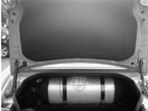 出售斯柯达小车油改气的全套装置 气罐 电脑板 等设备 刚从车上拆下来的 不想用气了