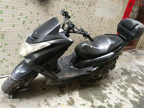 二手鴻圖電噴踏板摩托