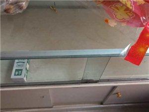 出售一��玻璃柜? ?95成新? ?有意者��系