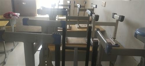 小学生可升降课桌椅