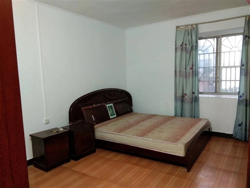 淦龍小區3房2廳2衛,裝修如圖。中層,三小**房。136平。
