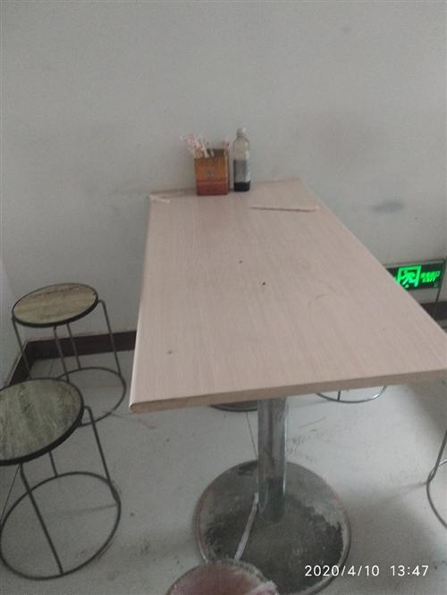 出售十套桌椅板凳价格便宜有需要联系,还有其他后厨设备全部出售。