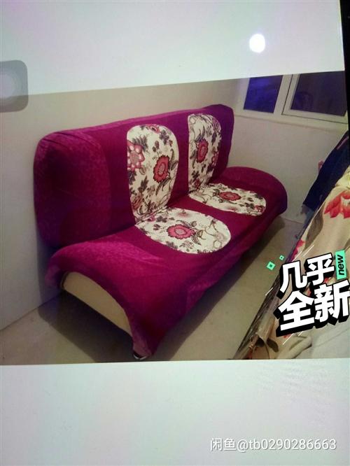 几乎**的沙发床,买了之后就没坐过几回,折叠的,靠背可以放下来当床,双人床大小,可以先过来看看东西,...