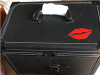 9成新化妆箱,学化妆买的,结果没干化妆,在家占地方,闲置处理,买的时候400多。。