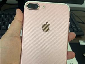 苹果7P,国行128G。女孩自己用的,轻微磕碰,可小刀,非诚勿扰,谢谢