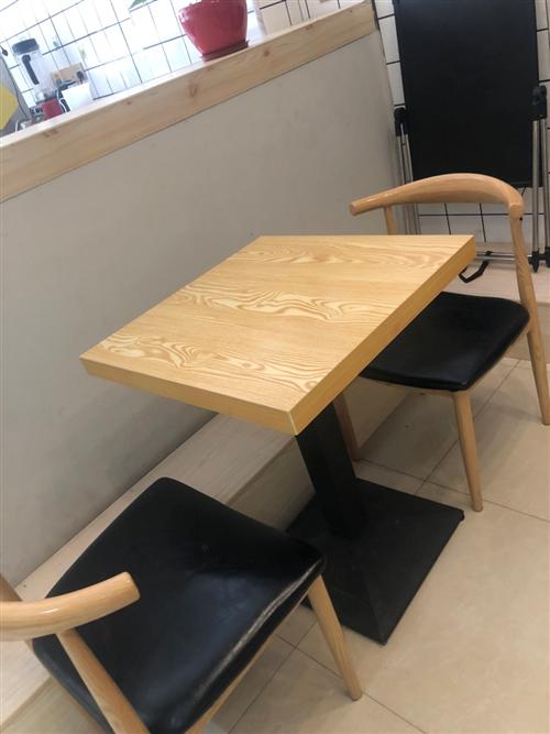 桌椅组合套装便宜出售,195一套,两张凳子,一张桌子,只卖195,目前还有5套,先到先得数量有限,放...