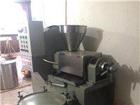 榨油機出售,能榨菜籽,花生,葵花籽,各種油類。價格面議。