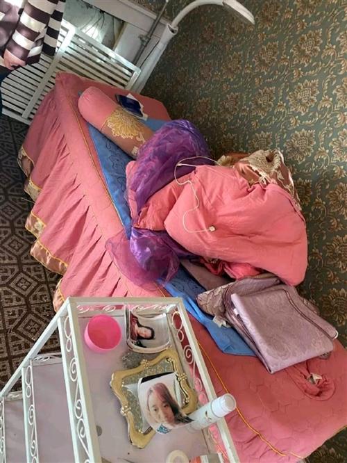 出售一张美容床