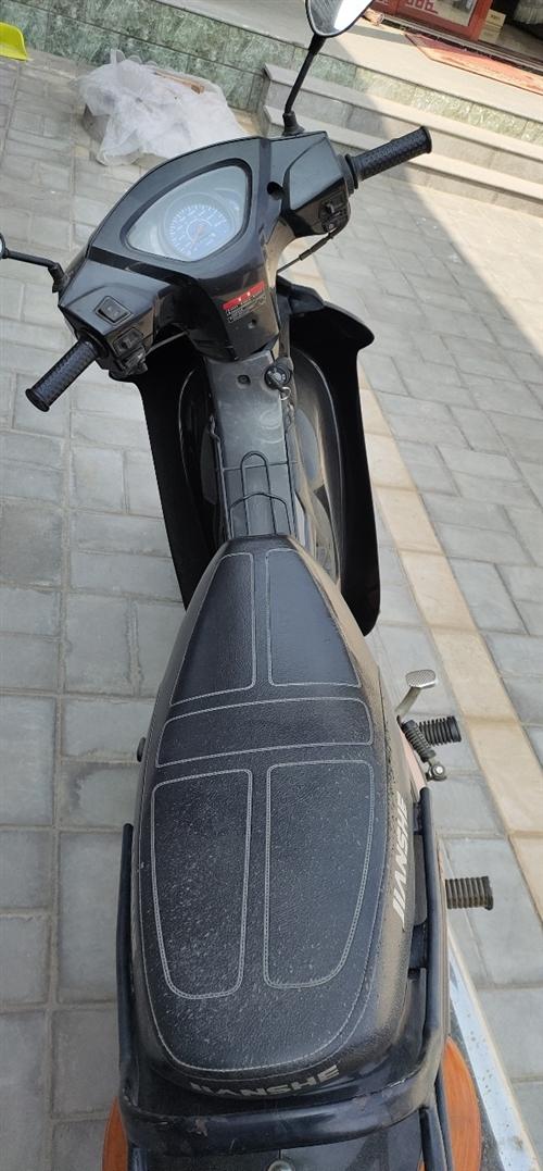 閑置摩托車,實表一萬五千公里,跑的不多挺省油,擱置騎不著了