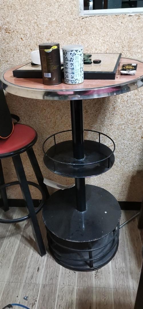 酒吧高脚茶几,一张桌子三根橙子