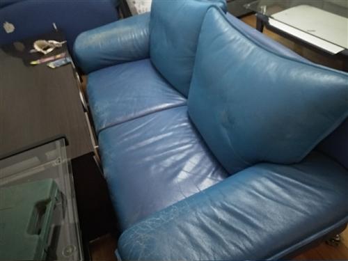 家里装修替换下来的旧沙发,营口市内有需要的朋友可以(免费)拉走。东西在站前区住房公积金管理中心附近,...