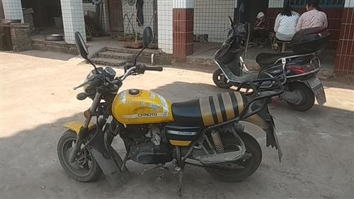 春風狒狒125轉讓價2000騎耍耍的摩托車洗了車有七成新,買新車時裸車7800.沒載過客拉過重貨,車...