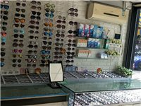 眼鏡店轉讓 本店一直正常經營,現在個人原因轉,有心要的可以面談 街鋪,兩層。附近有市場,有工廠,...