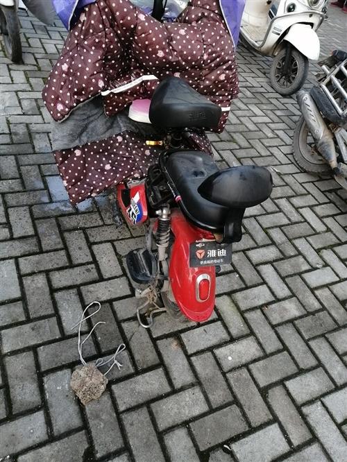 48V12A女式小电动车接送小孩专用车,原装雅迪车,如假包赔双倍,附件充电器二个,刚用一年左右,