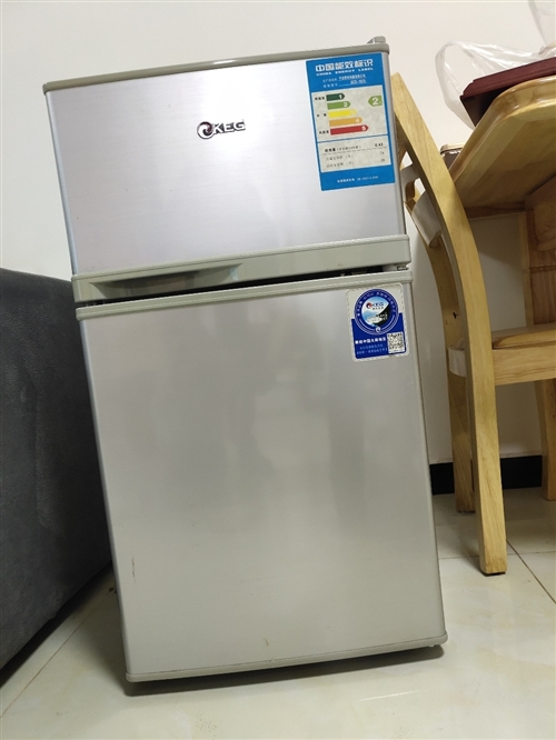 一个8成新洗衣机200(已售),一个85新小冰箱200(已售),一个85新单人床200,一个9成新大...