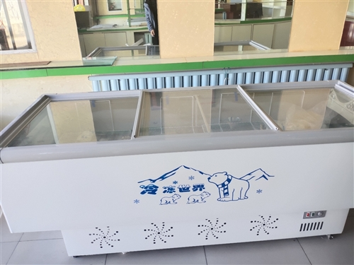 正蓝旗上都镇转让2.2米长99成新的冰柜和两个不锈钢桶和货柜 电话:18804793207