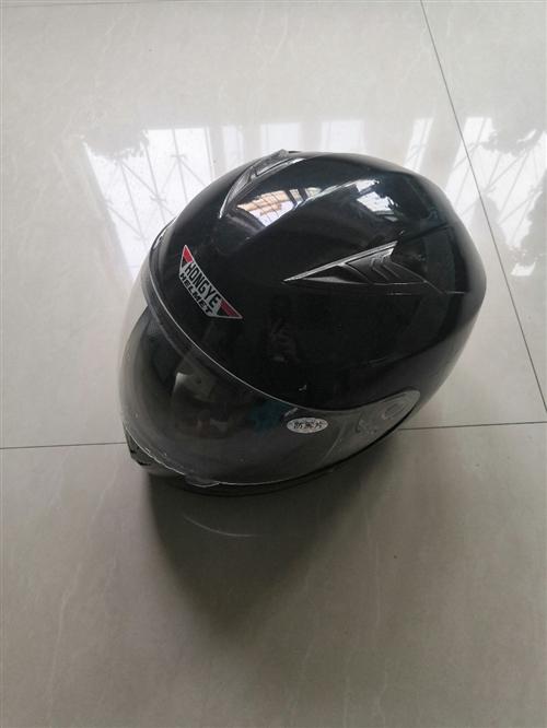 摩托车头盔出售,买来就没戴过。