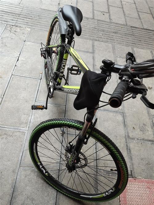657买了一个月没骑几次的单车,昨天买摩托可以退休了,要的三四百拿走。