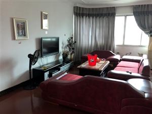 北门军区旁3室 2厅 2卫1500元/月