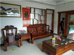 兴泰花园对面4室 2厅 3卫1200元/月